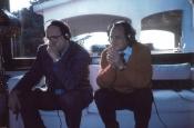 Damiano Damiani y Riz Ortolani en el estudio de Riz en Roma escuchando las músicas de la película L'inchiesta (Una historia que comenzó hace 2000 años) de Damiano Damiani.