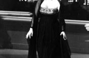 Katyna Ranieri cantando More en la ceremonia de los Óscar de Hollywood de 1964.