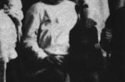 Riz Ortolani en su guardería de Pesaro, con tan solo 4 años, y su pequeño violín