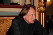 Riz Ortolani dirigiendo la Orquesta Filarmónica del Teatro La Fenice de Venecia durante el concierto Tribute To Ingrid Bergman-Teatro La Fenice de Venecia