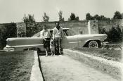 Riz y Katyna en Hollywood con su coche