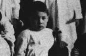 Riz Ortolani alla scuola materna a Pesaro,  a 4 anni, con il suo piccolo violino